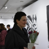 Menininkė Beata Zdramytė. Fone: Salomėja Jastrumskytė. Euklidai. 2014 m. Ingridos Mockutės-Pocienės nuotr.