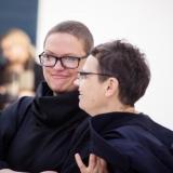 """Parodos """"Išlaukti vaizdai"""" atidarymas. Iš kairės: menininkės Agnė Jonkutė ir Eglė Ridikaitė. Nerijaus Jankausko nuotr."""