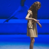 """Scena iš šokio teatro """"Judesio erdvė"""" spektaklio """"Mergaitė su degtukais"""". Eglės Sabaliauskaitės nuotr."""