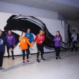 """Gatvės šokis. Pristatant gatvės menininko Tado Vincaičio parodą dalyvavo šokių studija """"Intrus"""". Nerijaus Jankausko nuotr."""