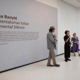 """Parodos """"Monumentalumas tyloje"""" atidarymo akimirka. Ingridos Mockutės-Pocienės nuotr."""