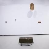 """Agnė Jonkutė, instaliacija """"Rugsėjo šviesa žiemą"""" (želatininė sidabro fotograma, radiniai, 2017 m.). Nerijaus Jankausko nuotr."""
