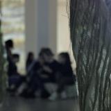 """Integruota pamoka Sonatos Žiži kūrybos ekspozicijoje """"Faktūros. Jūra. Krantas. Miškas"""". Rūtos Petniūnaitės nuotr."""