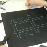 Pirmųjų kūrybinių dirbtuvių metu sukurtas maišelis. KKKC Meno kiemo archyvo nuotr.