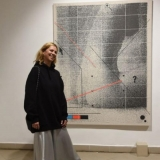 """Menininkė Inga Likšaitė ir jos kūrinys """"Body Of Work"""". Ingridos Mockutės-Pocienės nuotr."""