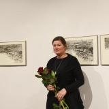 """Menininkė Toma Šlimaitė prie savo kūrinio """"Amžina kaita"""". Ingridos Mockutės-Pocienės nuotr."""