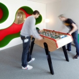 2-lego-designers_meeting-room-with-football-table-and-organic-wall