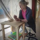 """Kūrybinėse grafikos dirbtuvėse """"Now Art. Atgimimas"""" – tapytoja Irma Leščinskaitė. Agnės Tumšienės nuotr."""