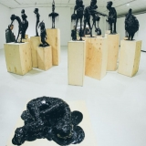 "Tado Vosyliaus parodos ""T.V. Vol.2: paminklai"" fragmentas. Donato Bielkausko nuotr."