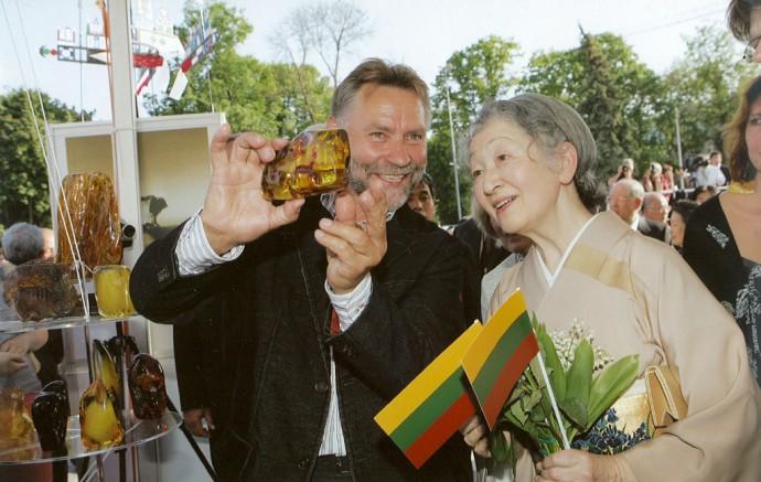 Pristatydamas gintarą, Kazimieras Mizgiris lankosi įvairiose pasaulio šalyse.