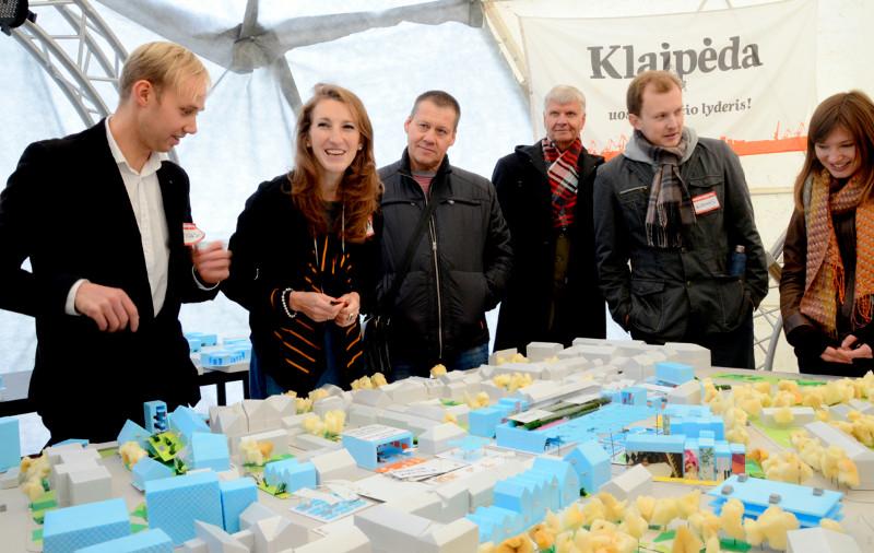 """Senamiesčio turgaus urbanistikos dirbtuvės Klaipėdoje pirmąsyk surengtos verslo ir technologijų festivalio """"InNovaCamp"""" metu. Eglės Tautavičiūtės nuotr."""