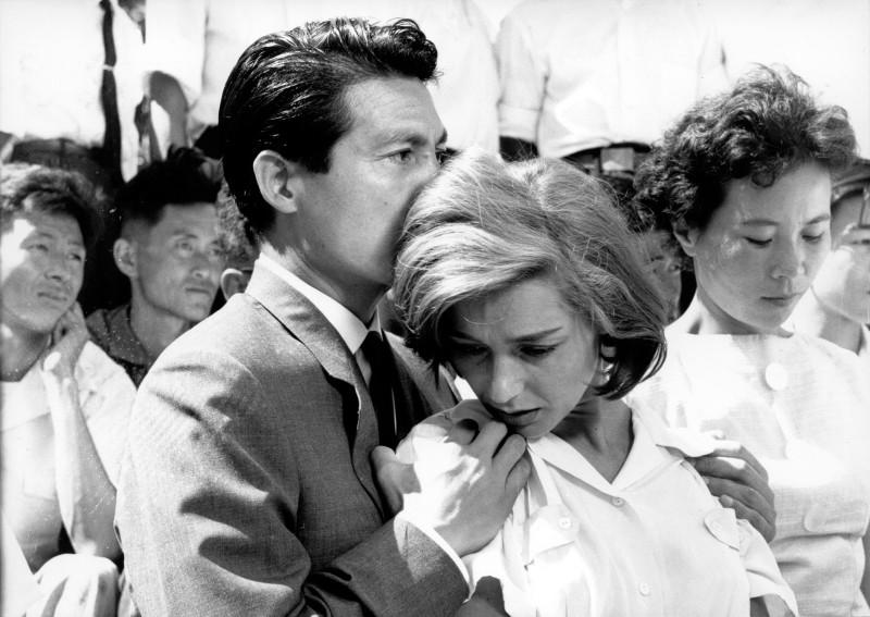 """Kadras iš filmo """"Hirošima, mano meile"""""""
