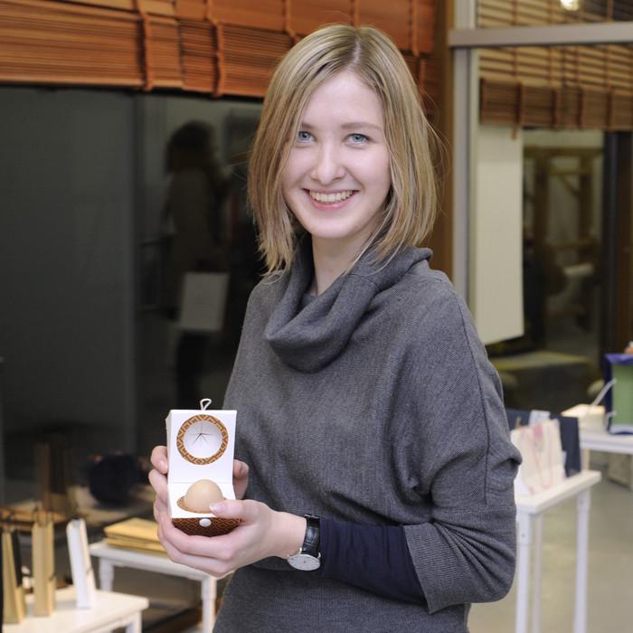 Studentė Vestina Petrauskaitė džiaugiasi išbandžiusi jėgas pakuotės kūrimo srityje – ateityje ji galėtų tapti būsimosios dizainerės profesija.