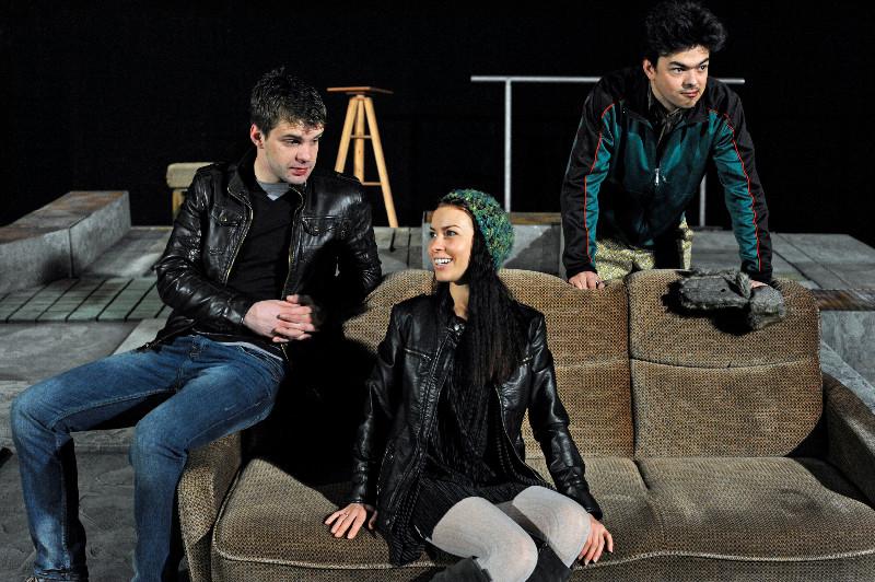 """Spektaklis """"Paprastos beprotybės istorijos"""" sukurtas pagal čekų dramaturgo Petro Zelenkos pjesę. Algirdo Kubaičio nuotr."""