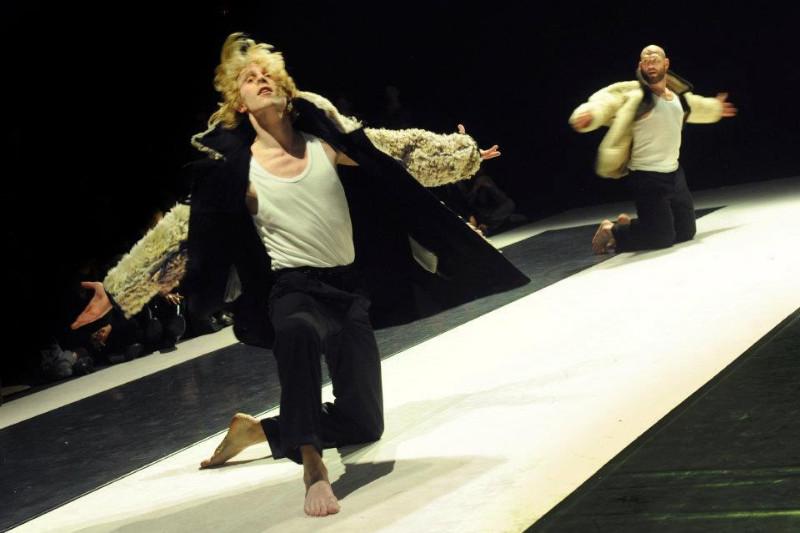 """Šokio spektaklis """"Aikštelėje laisvų vietų nėra"""". Vladimir Lupovskoj nuotr."""