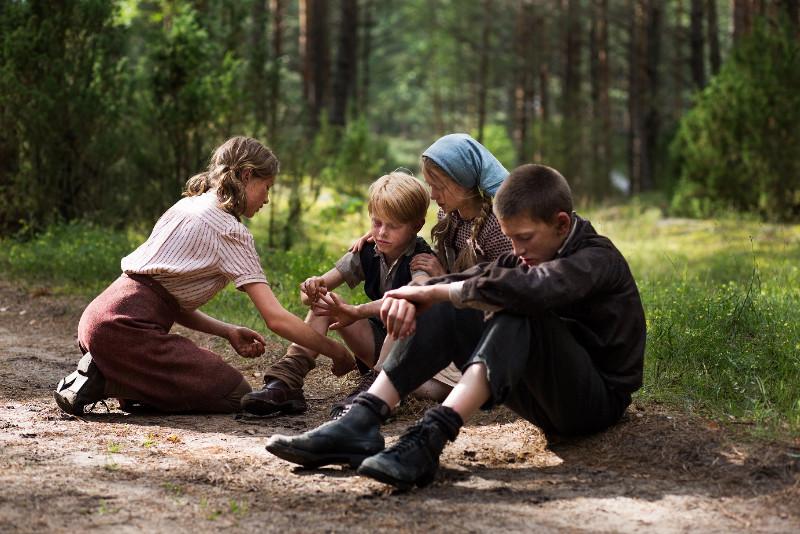 """Kadras iš filmo """"Vilko vaikai"""". Leah Striker nuotr."""