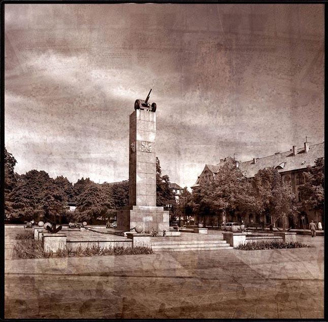 PATRANKA. Buvusioje Pergalės aikštėje ant aukšto pjedestalo buvusi patranka, nukelta 1990 m., šiuo metu eksponuojama Mažosios Lietuvos istorijos muziejuje.