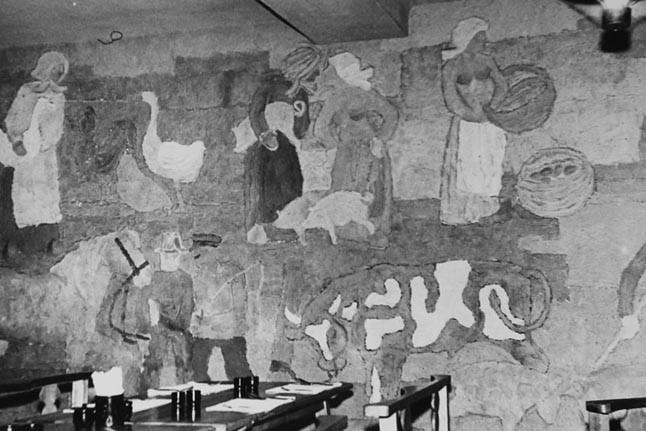 """JOMARKAS. Edvardas Malinauskas lietuviškų patiekalų kavinei """"Sodžius"""" sukūrė kaimo žmonių darbų įvairovę atspindinčią freską, užsakė autentiškus juodosios keramikos indus. Egidijaus JANKAUSKO nuotr."""