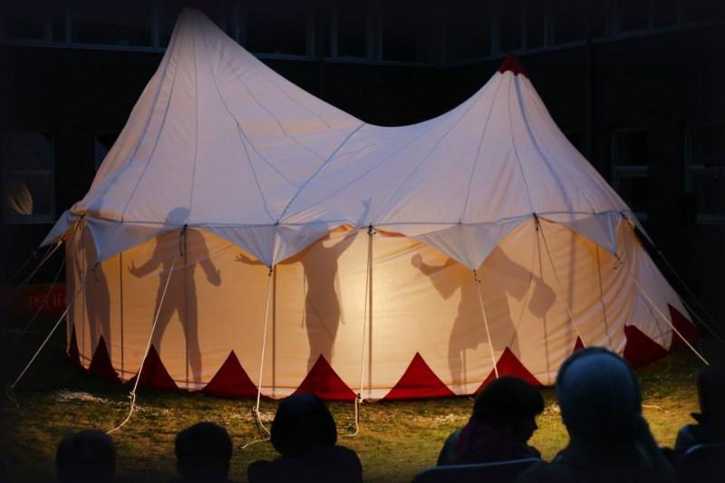 """Klounų teatro studijos """"Dulidu"""" cirko projektas """"Šapito""""  (rež. K. Kondrotaitė)."""