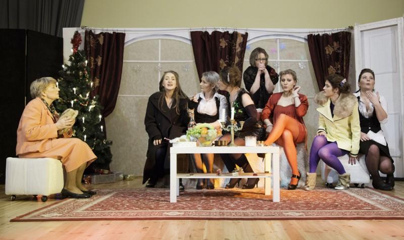"""Spektaklis """"8 mylinčios moterys"""""""