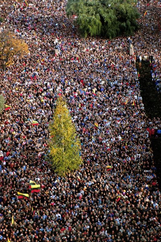 Pozerskis_1988-10-09_Veliavos iskelimas. Kaunas