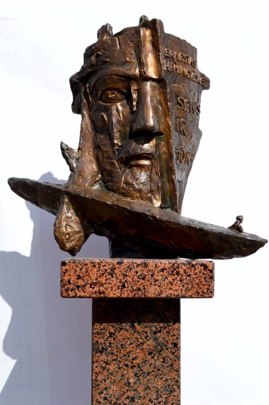 R_Midvikis_skulpturinis_exlibrisas_Hemingvejaus_Seniui_ir_jurai1