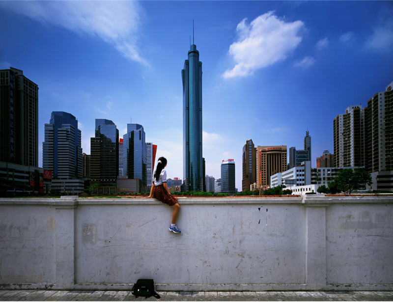 Weng_Fen_Sitting_on_the_Wall_Photograph1