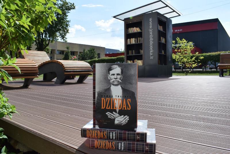 Dziedas_Jonavos_viesosios_bibliotekos_foto