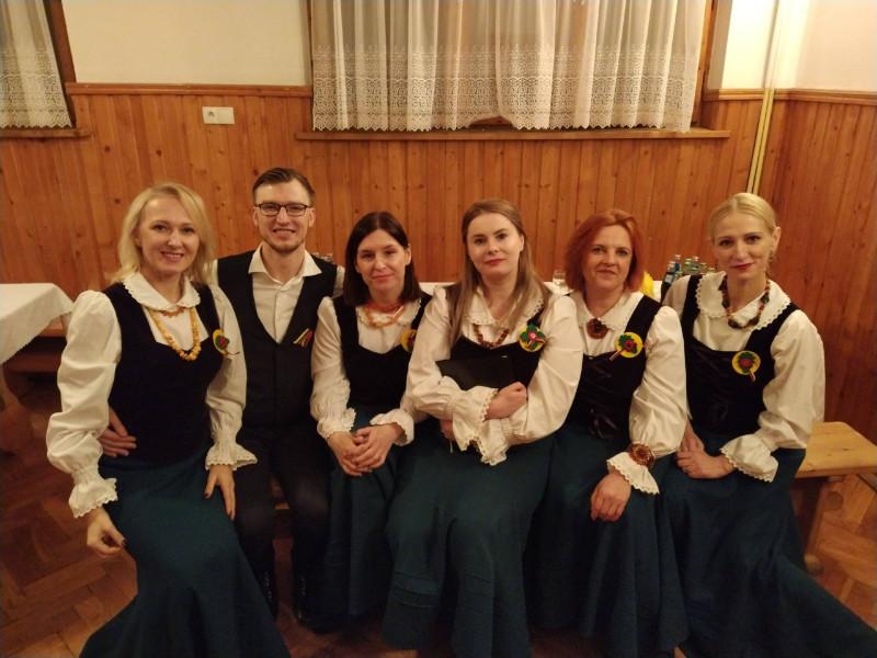 Vytautas_Valys_Moteru_ansamblis_Smiltate