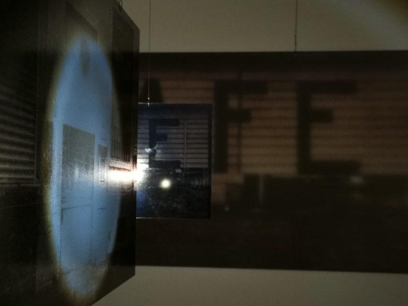 """R. Treigio ir D. Aleksos parodoje """"Manila is Calling your name"""" uostamiesčio Baroti galerijoje. Remigijaus Treigio nuotr."""