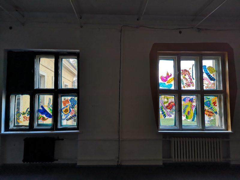 "Loren Britton ""Interdependency"" galerijos ""Si:said"" languose."