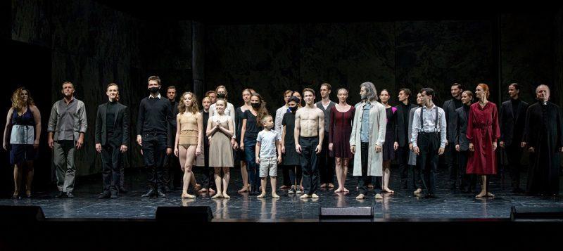 """Šokio spektaklio """"Faustas"""" kūrėjai ir atlikėjai. Martyno Aleksos nuotr."""