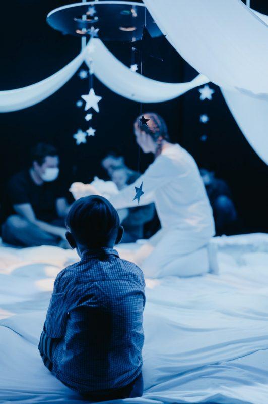 """Scena iš šokio teatro """"Judesio erdvė"""" spektaklio """"Debesų lopšinė"""". Edgaro Vitkevičiaus nuotr."""