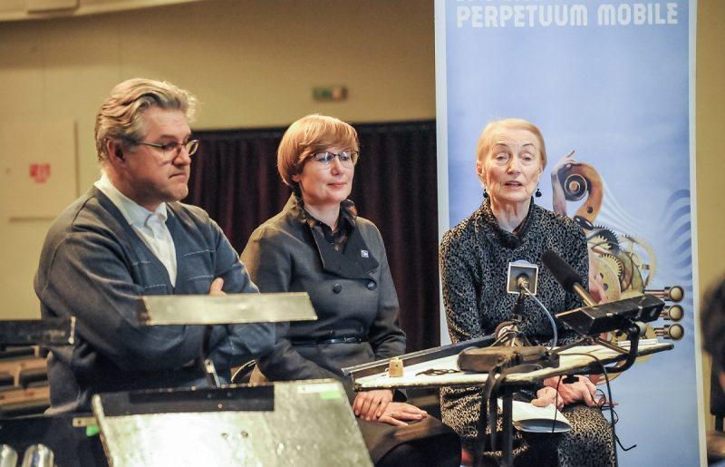 Klaipėdos valstybinio muzikinio teatro orkestro vyr. dirigentas Tomas Ambrozaitis, teatro vadovė Laima Vilimienė ir muzikologė Daiva Kšanienė. KVMT nuotr.