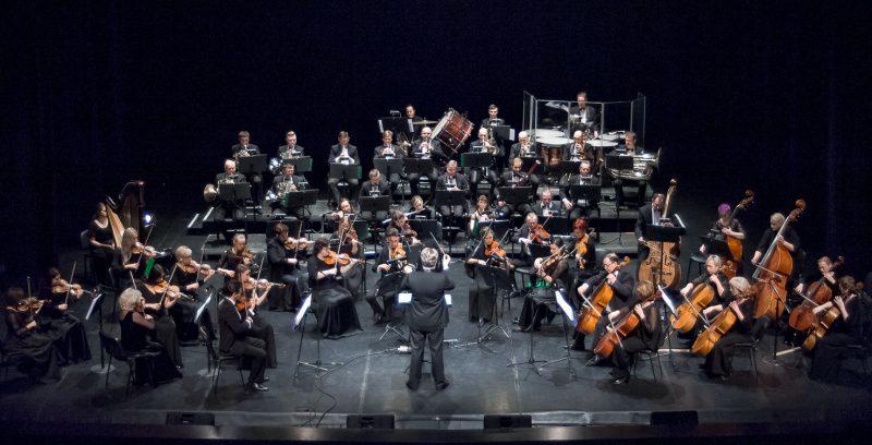 Tomo Ambrozaičio vadovaujamas Klaipėdos valstybinio muzikinio teatro simfoninis orkestras. Olesios Kasabovos nuotr.