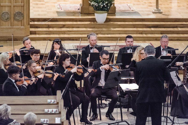 """""""Rudenį su kolegomis atlikome L. van Beethoveno Šeštąją (Pastoralinę) simfoniją. Mane sujaudino ir įkvėpė tai, kaip maestro T. Ambrozaitis dirigavo šią muziką"""", – sako V. Adelkhanovas. Olesios Kasabovos nuotr."""