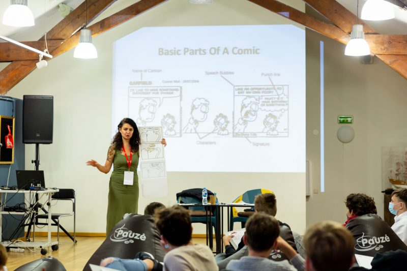 Komiksų kūrėja ir trijų knygų autorė Miglė Anušauskaitė VIII Klaipėdos knygų mugėje surengė komiksų dirbtuves. Gerdos Putnaitės nuotr.