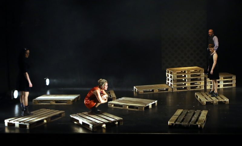 """""""Drauge Širvy, Jūs visiškai teisus"""" pagal A. Daškaus pjesę (rež. A. Vizgirda, Pilies teatras, 2014). Vytauto Petriko nuotr."""