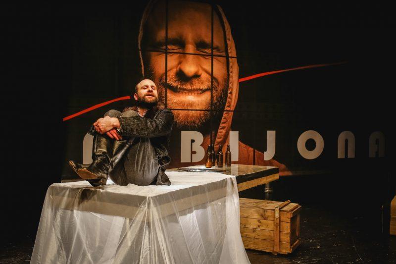 """R. Šavelio """"Fabijonas"""" (rež. A. Vizgirda, Pilies teatras, 2018). Aktorius Aurimas Pintulis. Klaipėdos pilies teatro archyvo nuotr."""