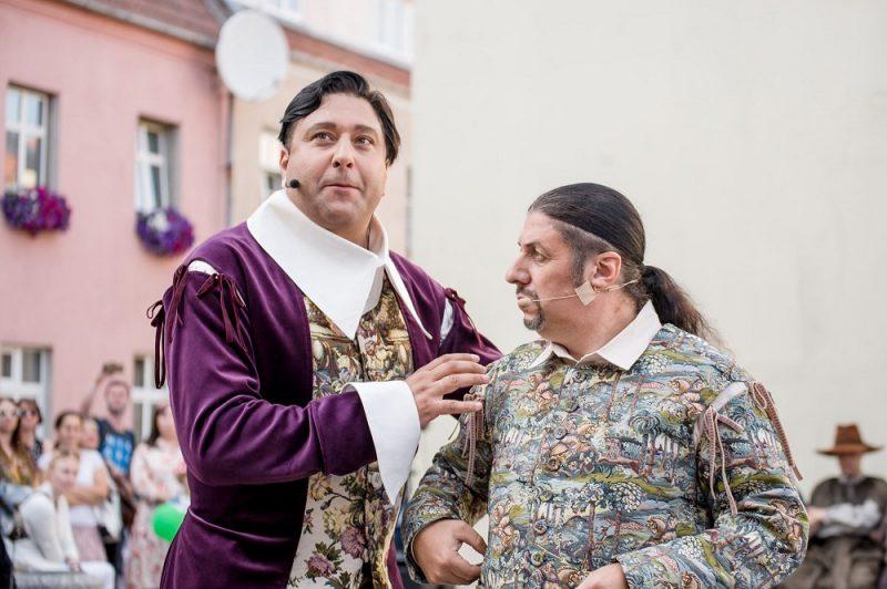 """Opera """"Don Žuanas"""". M. Rojus (Don Žuanas) ir A. Kozlovskis (Leporelas). Olesios Kasabovos nuotr."""