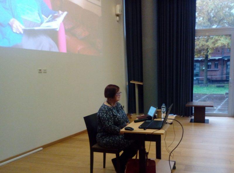 """Paskaitoje """"Kaip žydai gyveno Klaipėdoje tarpukariu? Nuotraukos, personažai ir istorijos"""" apie tarpukariu gausios Klaipėdos žydų bendruomenės gyvenimą pasakojo profesorė habil. dr. Ruth Leiserowitz. Organizatorių archyvo nuotr."""