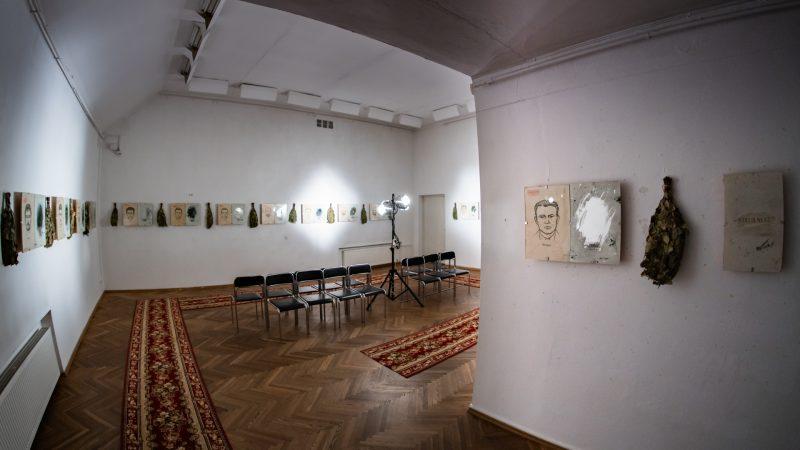 """Anatolijus Klemencovas, """"Identitetų laikai"""" (2008 m.). KKKC Parodų rūmai,   2020 m. Donato Bielkausko nuotr."""