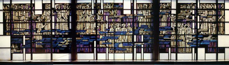 """A. Stoškus, architektai P. Lapė, F. Sakalauskas. Vitražas """"Baltija"""". 1974–1975 m. Storas spalvotas stiklas, cementas, 420 x 1800 cm. Liepų g. 68, Klaipėda (buvusiame Medienos medžiagų kombinate). Sunaikintas. I. Kanto bibliotekos archyvo nuotr."""