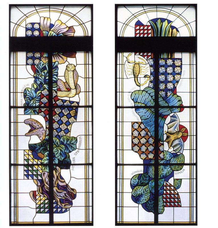 """A. Dovydėnas, architektas Z. Rutkauskas. """"Žaliosios"""" vaistinės penkių dalių vitražas. 1979 m. Spalvotas stiklas, švinas, tapymas, piešimas, 260 x 90 x 5 cm. Tiltų g. 6, Klaipėda. I. Kanto bibliotekos archyvo nuotr."""