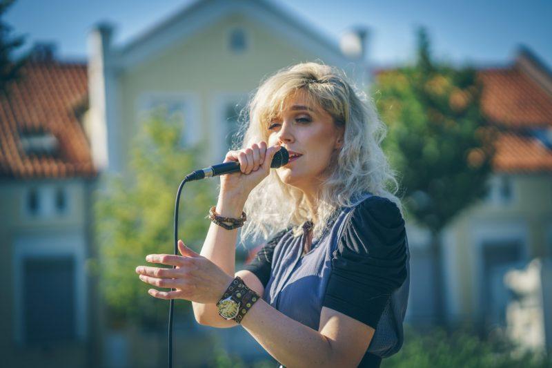 """""""Išankstinių didelių planų neturiu. Kuriu, dainuoju ir tuo mėgaujuosi"""", – sakė klaipėdietė kompozitorė ir atlikėja Irena Upė. Kristijono Lučinsko nuotr."""