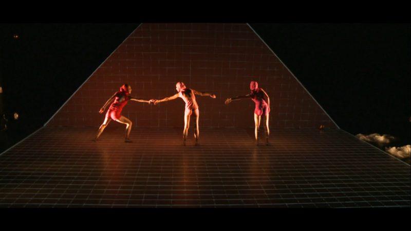 """J. Sakalausko ir Šeiko šokio teatro šokio operos """"Džuljetos"""" stop kadras."""