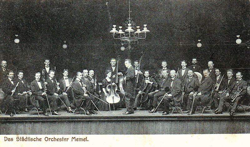 Klaipėdos miesto teatro orkestras XX a. pr.  J. Saulėnienės knygos iliustracija