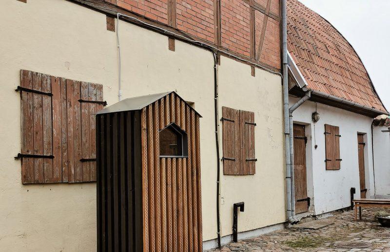 """Pro šio namelio langą kasdien bus sekama H. K. Anderseno pasaka """"Alavinis kareivėlis"""". Žanos Jegorovos nuotr."""