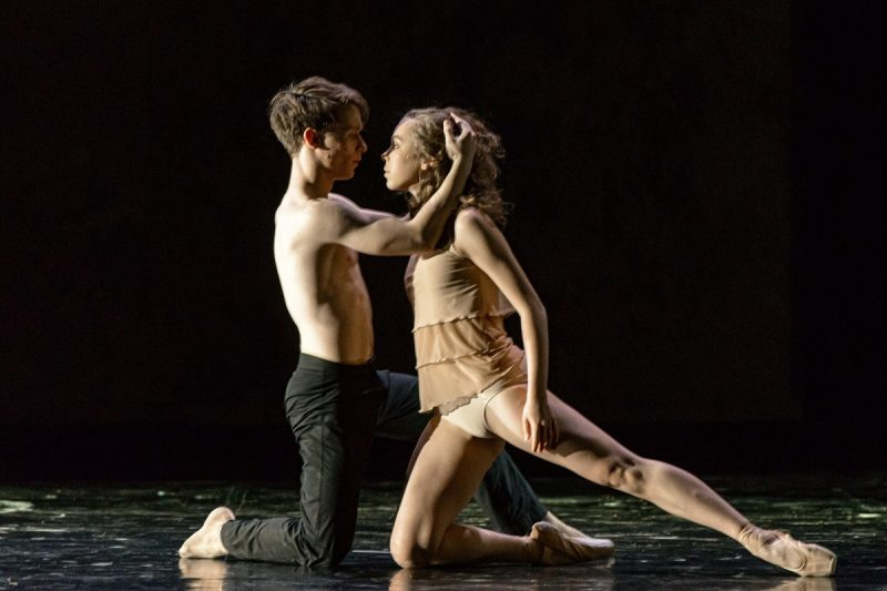 """Šokio spektaklis """"Faustas"""". Alvina Krout (Elena) ir Roman Semenenko (Faustas). Martyno Aleksos nuotr."""