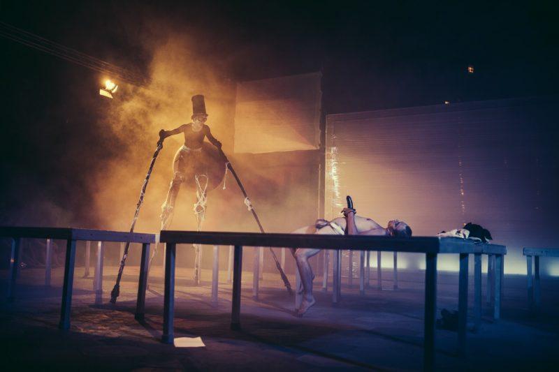 """antagon theaterAKTion"" (Vokietija) spektaklis ""Package"" / ""Paketas"", rež. ir chor. Shusaku Takeuchi. Stefano Strampelli nuotr."